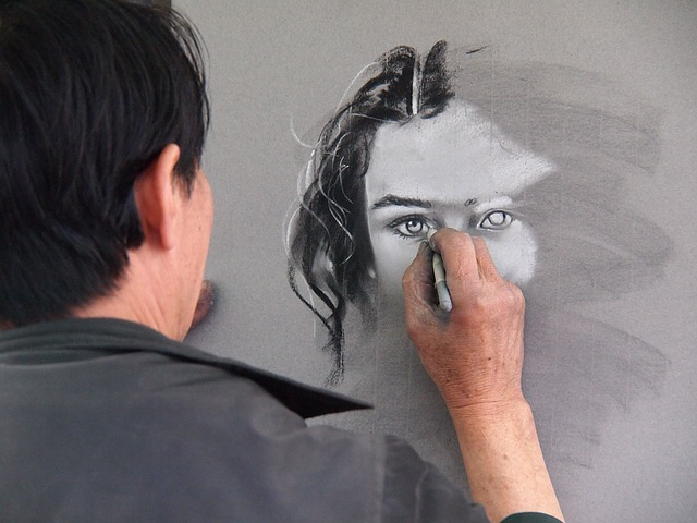 umělec s výkresem