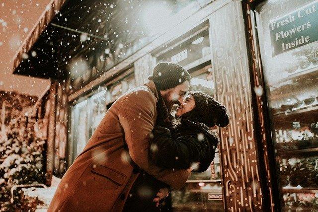 objetí ve sněhu