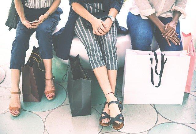 tři ženy po nákupech